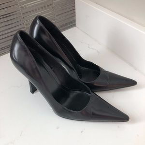 Gucci Black Leather Pointed Toe Pumps - Size 7